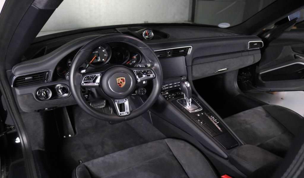 Porsche Carrera GTS Interior